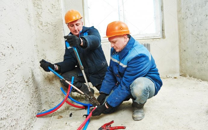 Инженер ремонтников, установка системы отопления — Стоковое фото